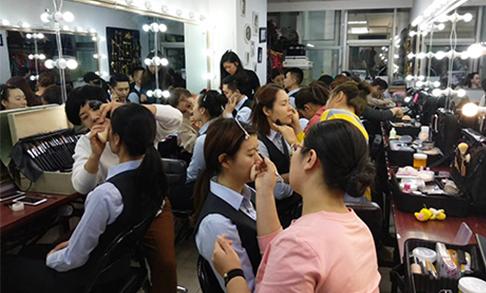 学化妆去天津化妆培训机构哪里好
